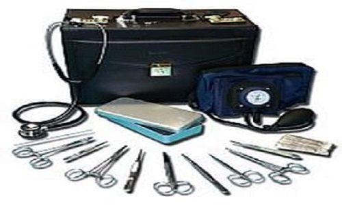 stéthoscope-garrot-tourniquet-montre-infirmière-aiguille-seringue-container-jesco-set-soin-gant-tensiometre-lecteur-glycemie-oxymetre-cheron-pozzi-ote-agrafe-stylet-curette-recuperateur-compresse-microfuseur-ailette-perfuseur-champ-sterile-kocher-medecin-